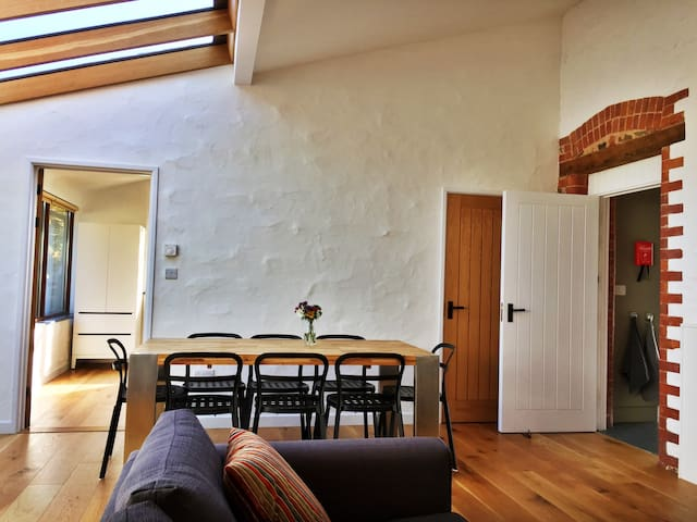 Airy modern Victorian barns with stunning views - Bishop's Lydeard - Huis