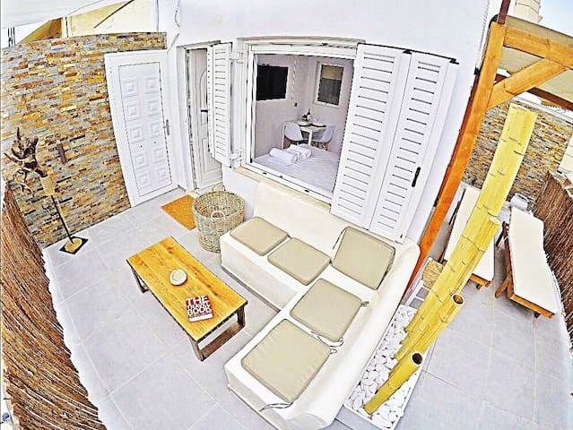 7' toAcropolis-Greek island architecture penthouse