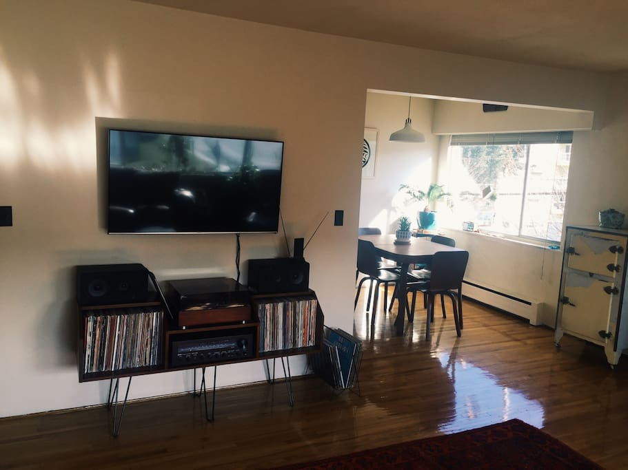 Large TV with access to some cable channels and netflix.