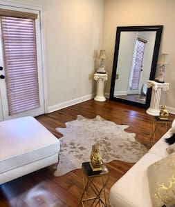 Luxurious Condominium Located Downtown❤️