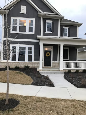 Beautiful 3 bedroom home, close to Downtown Indy - Westfield - Ház