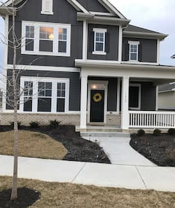 Beautiful 3 bedroom home, close to Downtown Indy - Westfield - Ev