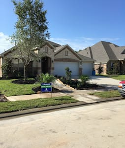 1.5 story with 4BD, 15 min from NRG - Houston - House