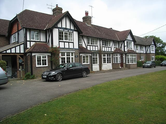 The Manor House Gatwick B&B