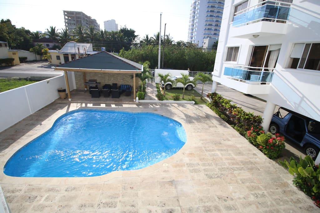 Área social con piscina-Jacuzzi y gazebo