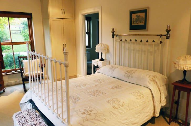 Constantia - Adrienne's Vineyard Guest Room