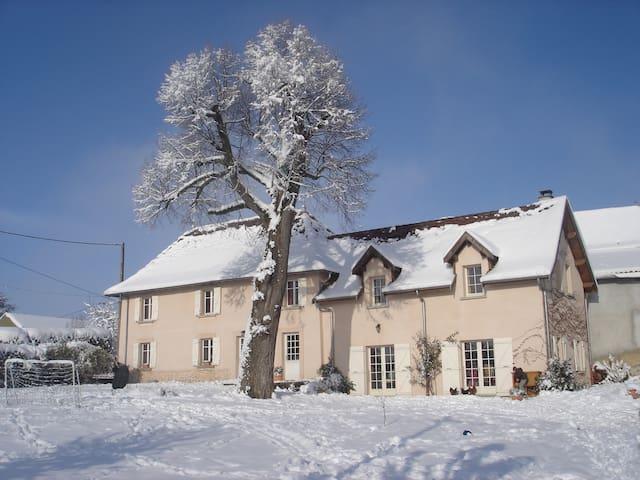 Chambre chez l'habitant - Montagnieu - Domek gościnny