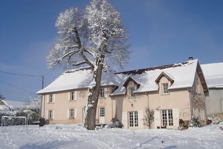 Chambre chez l'habitant - Montagnieu - Gästehaus