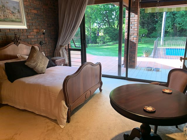 Sandton lock up 'n go - Bryanston Estate, suite