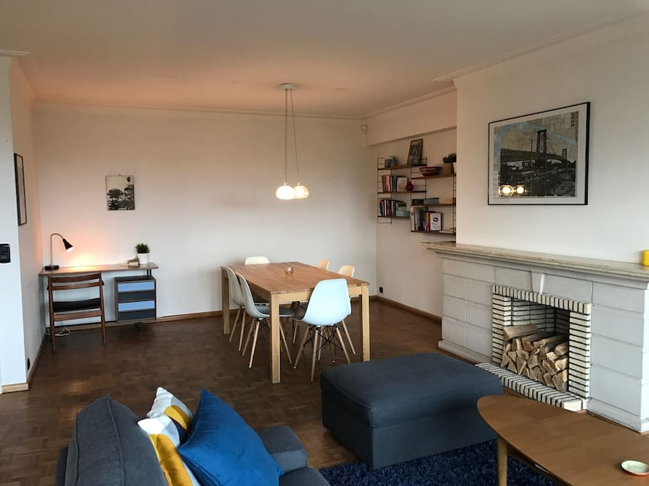 Spacious living and dining room with nice workplace and plenty of light.