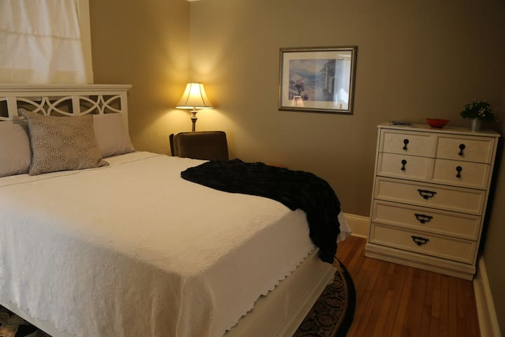 Zita's Downtown Ensuites-Poppy's Private Ensuite