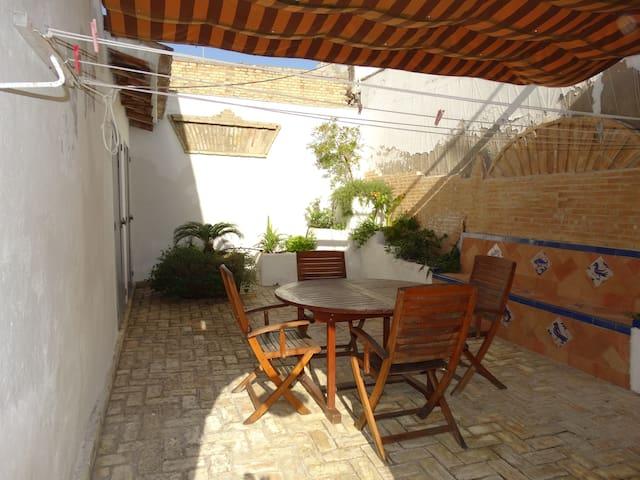 maison avec patios centre ville. - Lebrija - Hus