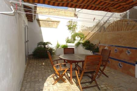 maison avec patios centre ville. - Lebrija
