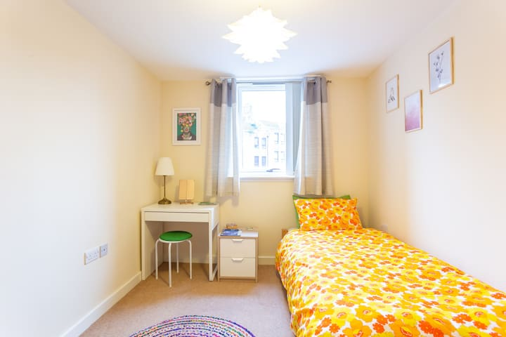 Double Bedroom in Central area of Garnethill