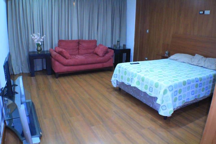 Habitación zona10 a lado de HOTEL INTERCONTINENTAL