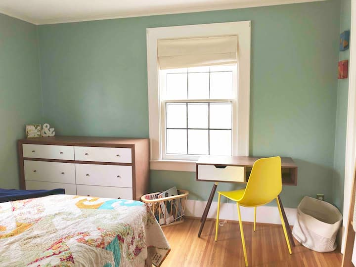 Gorgeous bright room near Seneca Park Zoo