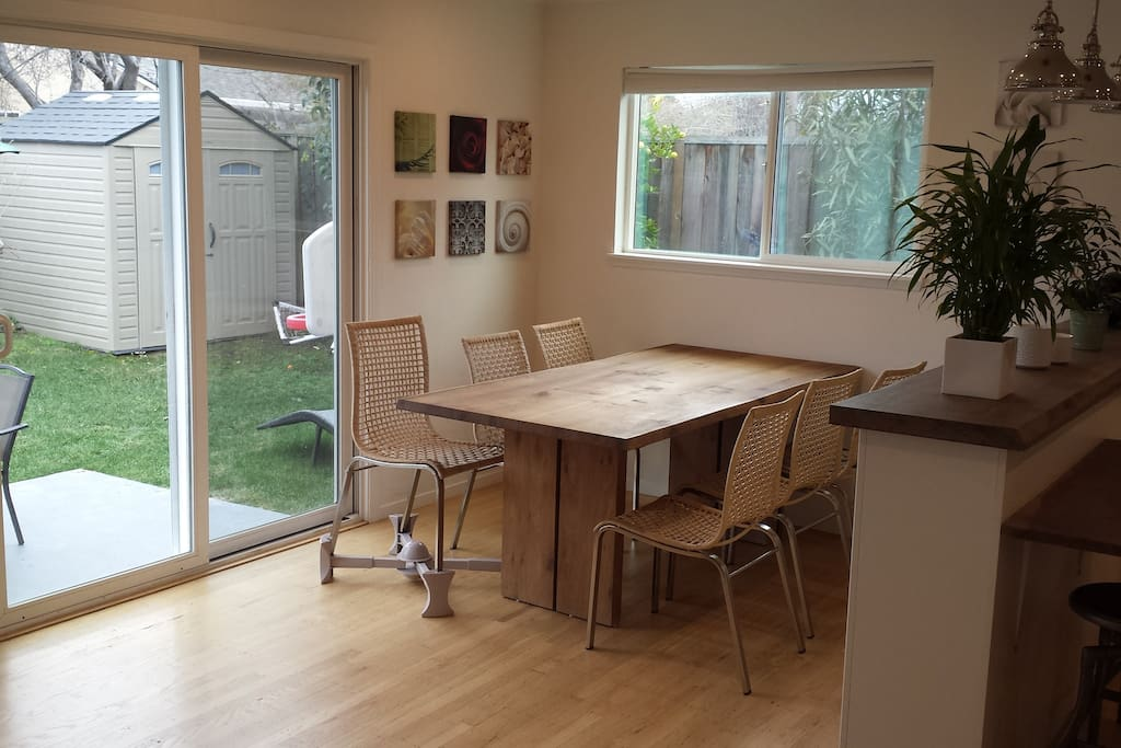 Dining room for  6-10 people