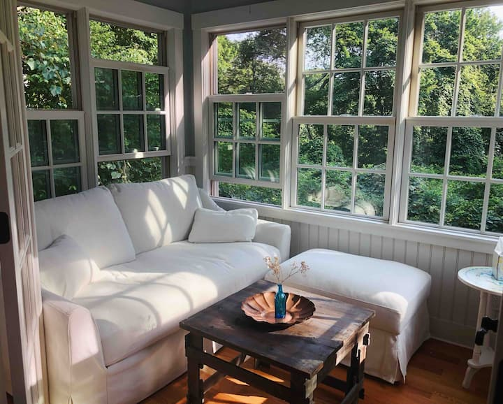 Charming Menemsha Cottage