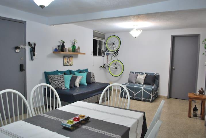 Great location near Chapultepec, cozy room