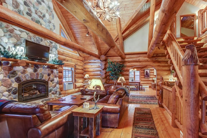 Secluded, waterfront log cabin w/game room, dock, fire pit & deck
