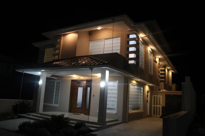 Habitaciones privadas en Casa moderna y  segura