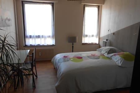 chambre avec accès cuisine sdb wc - Apartment