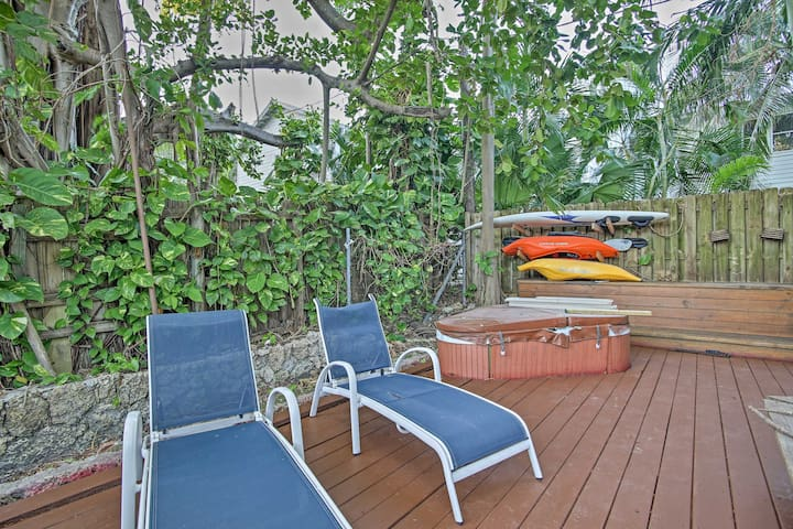 Enjoy rest and relaxation in the shared Jacuzzi on the beautiful backyard deck!