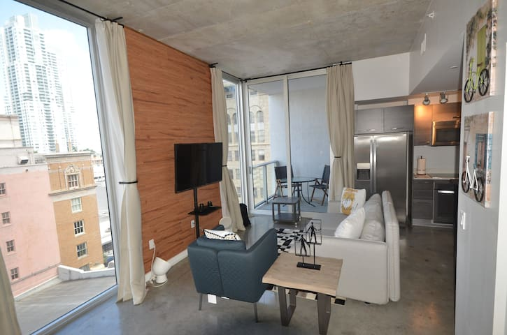 BEAUTIFUL APT, DOWNTOWN MIAMI, BRICKELL W PARKING