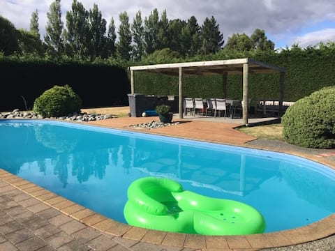 The Pool House  A 2 bedroom holiday oasis - relax!