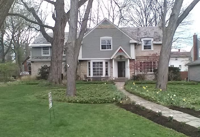 Classic Shaker Stone and Brick Guest Home - Kosher - University Heights - Hus