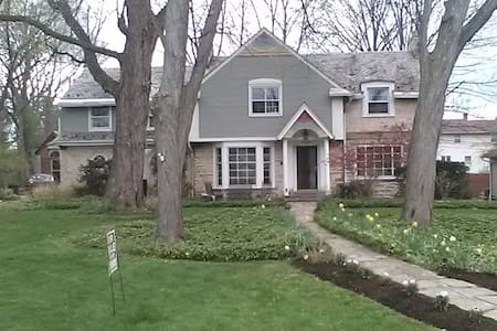 Classic Shaker Stone and Brick Guest Home - Kosher - University Heights - Haus