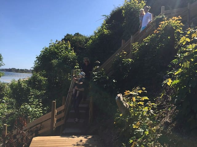 privat staircase from the garden to the beach
