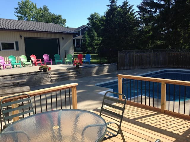 Farm View on Main - Bloomfield fully-stocked with Pool short walk to downtown