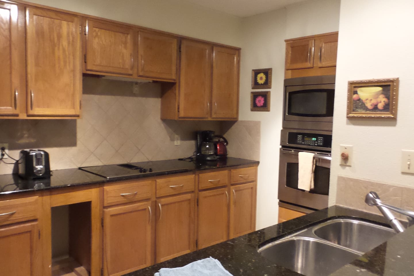 Fully furnished shared kitchen