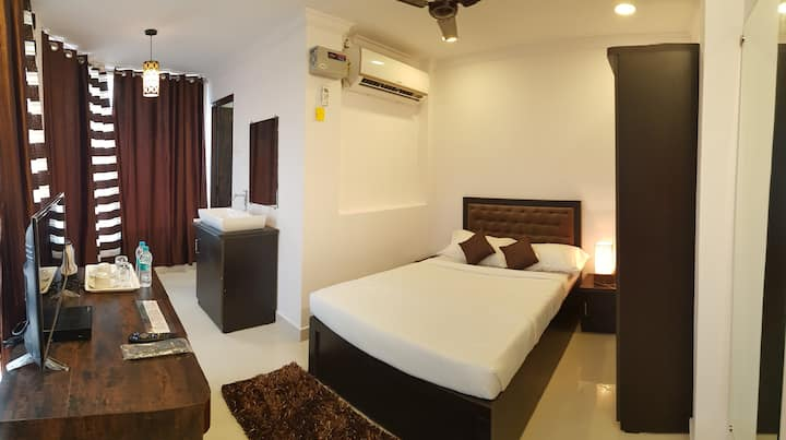 AC Deluxe Queen size Bed near Goa Airport
