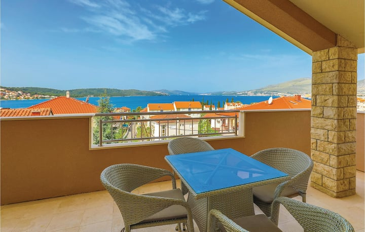 Holiday apartment with 1 bedroom on 77m² in Okrug Gornji