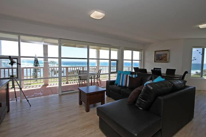Quarterdeck 8 - Beachfront Paradise, with Air Con!