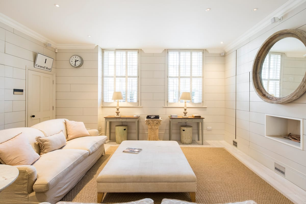 Polished Mews Style Home Near Battersea Park