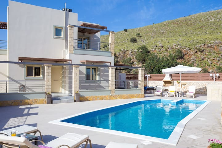Villa Eva - Private Pool and Beautiful Sea Vistas