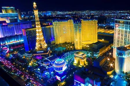 CIRCLE BED SUITE 2Miles FROM STRIP! - Las Vegas