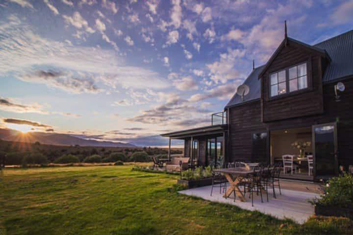 Te awa Lodge  Riverside retreat
