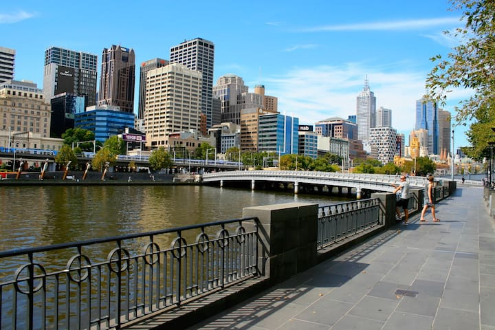 Walk to Southbank precinct - great waterfront dining