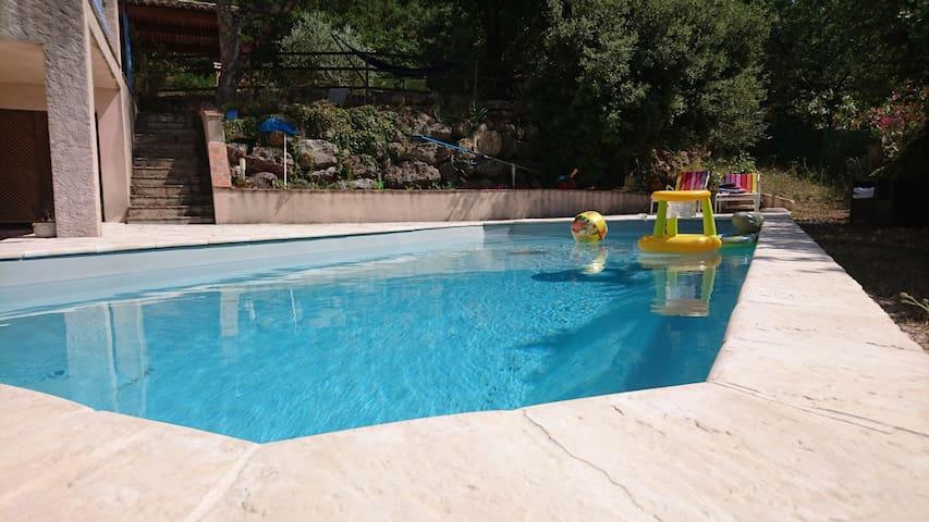 Bel appartement avec piscine sous les chênes