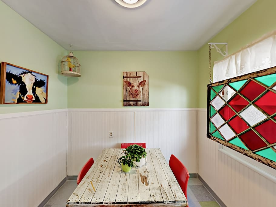 The dining area for 4 is artfully decorated with a stainless glass window panel.