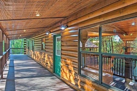 Private Cabin on 25acres w/ Huge Grilling Pavilion