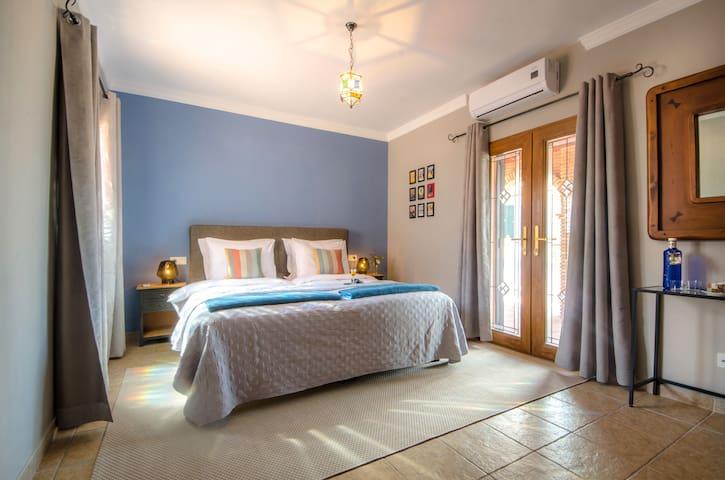 Villa CONMIGO bed & breakfast - Terrace Room