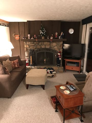 Cozy Condo 200 yards from the slopes