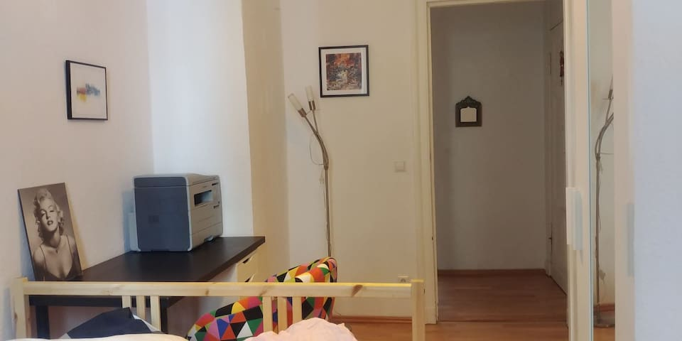 Quite, cheap and cheerful room in Berlin-Wedding