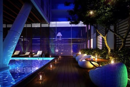 ★3BR Infinity Edge Pool Apartment - Sky's view - Ho Chi Minh City