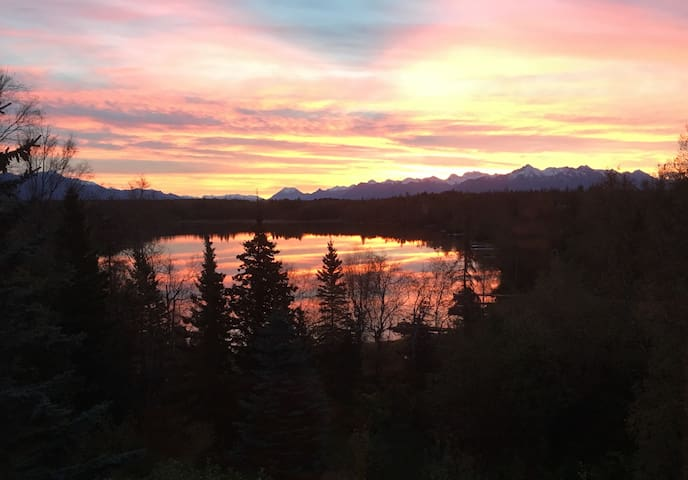A lake front Wasilla B&B with views of mountains